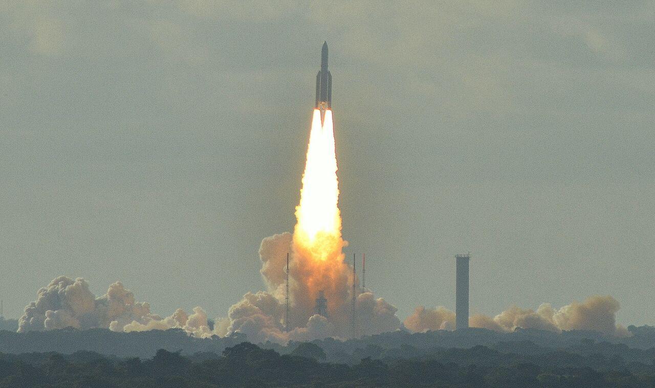 Photographie du décollage d'une fusée Ariane 5