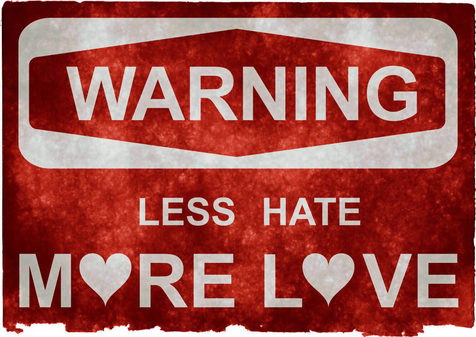 étiquette abimée rouge avertissant en anglais : attention, moins de haine, plus d'amour